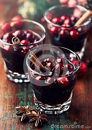 Free Mulled Wine With Cranberries And Cinnamon Royalty Free Stock Photography - 27744277