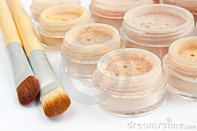 Multicolored mineral make-up, brushes