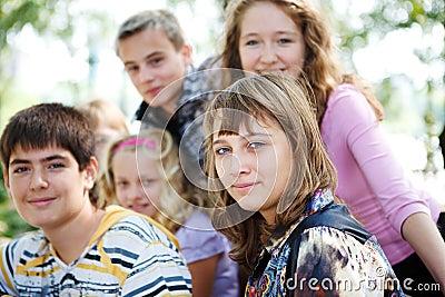 Multidão dos adolescentes