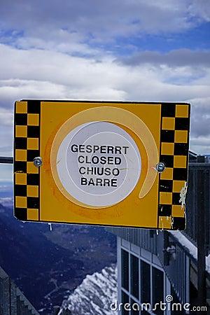 Multilingual closed sign