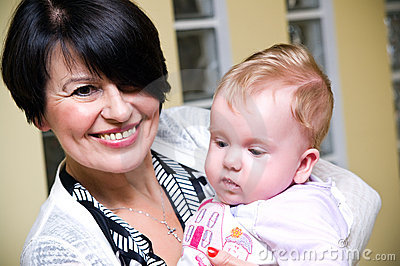 Mum envelhecido médio com bebê
