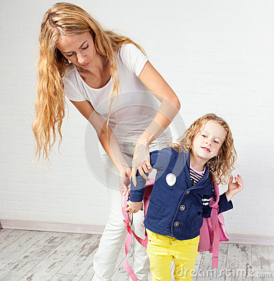 Mom helps daughter green | Sex pictures)