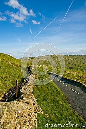 Mur en pierre de route