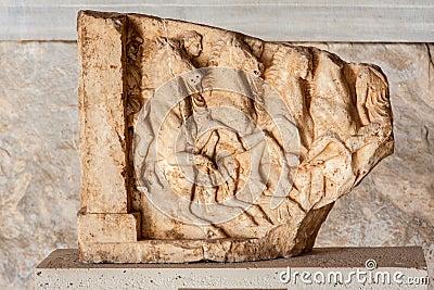 Museu de mármore Atenas da ágora do relevo de Bas