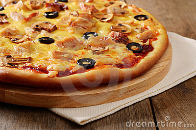 Mushroom and chicken pizza