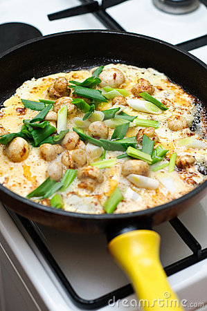 Mushrooms and spring onion omelet