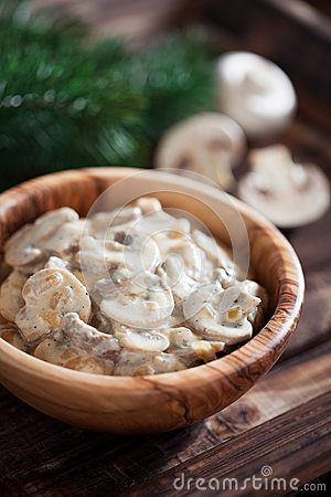Free Mushrooms Stewed In Sour Cream Royalty Free Stock Photos - 33611898