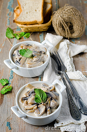 Free Mushrooms Stewed With Cream Royalty Free Stock Images - 29595689