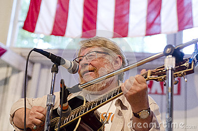a man plays the guitar at the Iowa State Fair - De Editorial Photography