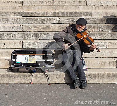 Free Musician Playing A Violin For Money Royalty Free Stock Photos - 70641148