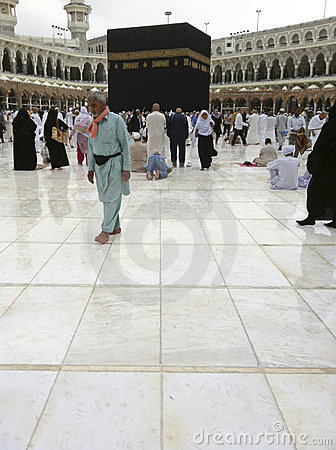 Muslim pilgrims walk on after light drizzle Editorial Image