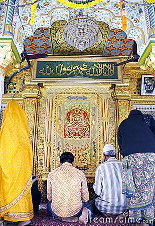 Muslims and hindus praying in Nizamuddin shrine Editorial Stock Photo