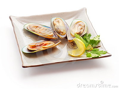 Mussel with lemon slice and parsley