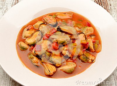 Mussel stew with tomato sauce