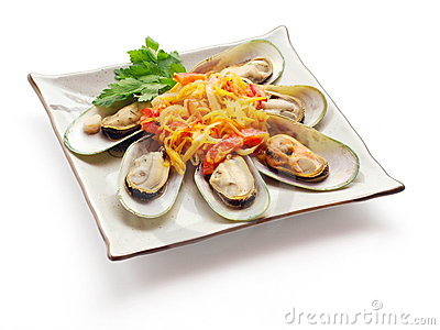 Mussel with tomato, carrot and parsley