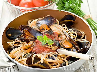 Mussel  with tomato sauce