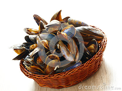 Mussels in basket