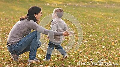 Die Tochter fängt Mutter Mutter tötet