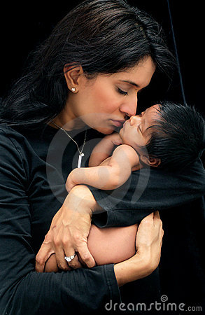 Mutter und neugeborenes Schätzchen