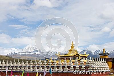 Muya golden tower with yala jokul