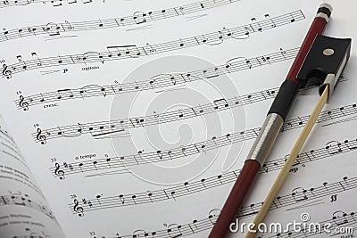 Muzycznego prześcieradła skrzypce