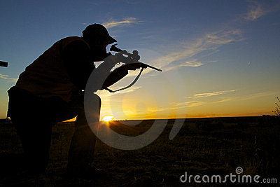 Myśliwego karabinu wschód słońca