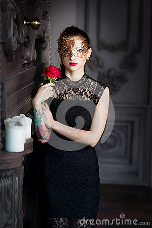 Free Mysterious Woman In Venetian Carnival Mask In Interior Royalty Free Stock Photo - 84368145