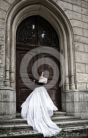 Free Mysterious Woman In Victorian Dress Royalty Free Stock Photo - 41871345