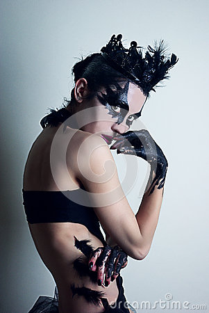 Free Mysterious Young Woman Playing The Black Swan Royalty Free Stock Image - 35415336