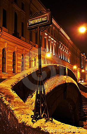 Mystère de nuit dans Rue-Peterburg