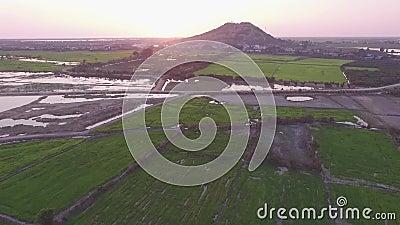 Nähernder Berg Phnom Krom des Brummens in Siem Reap, Kambodscha stock video