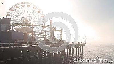 Névoa em Santa Monica Pier, extremidade de Route 66, Los Angeles (cidades) video estoque