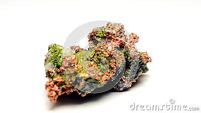 Núgulo de cobre, minério de cobre em uma pedra vídeos de arquivo