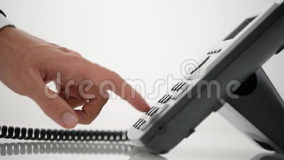 Número de teléfono de marca de la mano masculina y coger un microteléfono metrajes