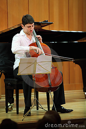 N.Hakhnazaryan plays on Stradivari cello Editorial Stock Image