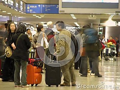 Na lotnisko blured tłum