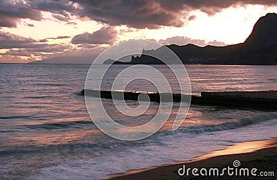Na morzu wieczór scena