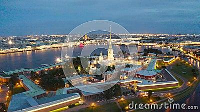 Nachtmening van Peter en Paul Fortress Hare Island en de stad van St. Petersburg stock footage