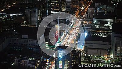 Nachtstadt mit Wolkenkratzern und Finanzzentren ernstlich stock video