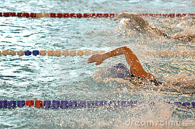 Nadadores del arrastre delantero Fotografía editorial