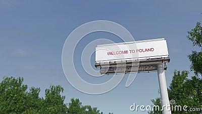Naderbij komend groot wegaanplakbord met Onthaal aan de titel van Polen stock footage