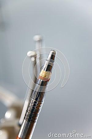 Nahaufnahme der zahnmedizinischen Ausrüstung