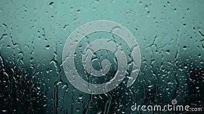 Najaarsstorm, bedekt met waterdruppels, condensatie, luchtbellen, was, schoon, beeld van de voorspelling van wolken en regen, wat stock video