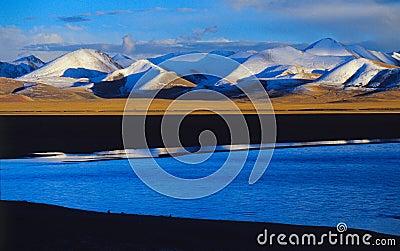 Nam co lake & nyainqentanglha mountains
