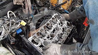 Naprawa silnika spalinowego zdjęcie wideo