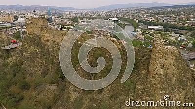 Narikala Forteczna tylni część, sławny dziejowy przyciąganie w Tbilisi, Gruzja zbiory