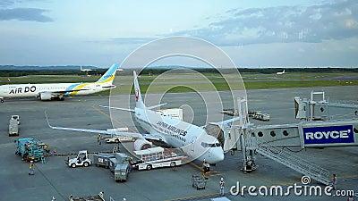 Narita, Ιαπωνία, 1η Οκτωβρίου 2019, φωτογραφία εμπορικών αεροπλάνων που ετοιμάζονται να απογειωθούν στο Διεθνές Αεροδρόμιο Narita φιλμ μικρού μήκους