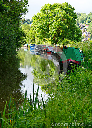 Free Narrow Boats At He Kennet And Avon Canal Royalty Free Stock Photos - 32067918