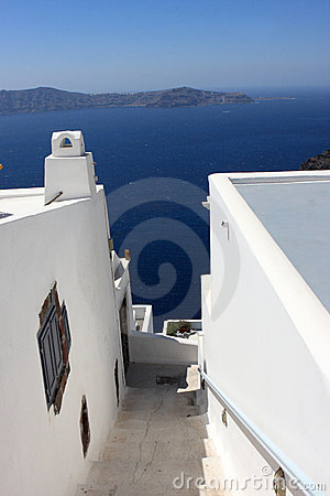 Free Narrow Stairway To Sea Royalty Free Stock Photo - 16020725
