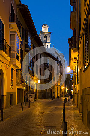 Free Narrow Street In Palma De Mallorca At Night Stock Image - 44742191